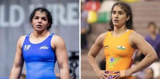 Sakshi Malik on left and Vinesh Phogat on right