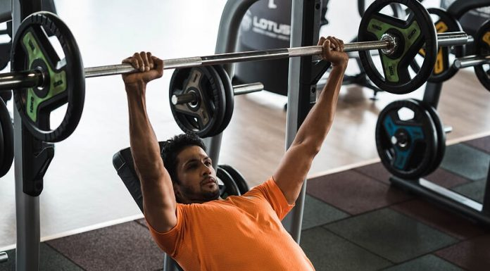 We have heard of workouts which separate muscle groups throughout the week and training compound lifts few times a week. But what will bring you more results? (Source: Zymrat)
